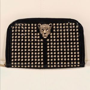 Clutch with metal studs